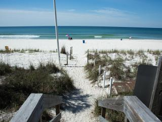 BEST DEAL IN TOWN...3 MINUTES WALK TO THE BEACH!, Panama City Beach
