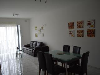 St Paul's Bay 3 Bedroom Holiday Apartment Rental, San Pawl il-Baħar (St. Paul's Bay)