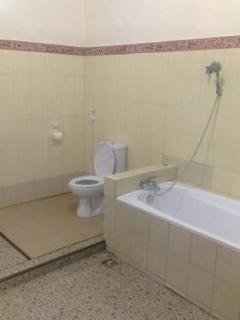 private bathroom with hot water and bathub