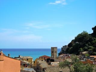 Seaview apartment in the old town, Monterosso