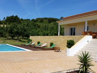 Peaceful with pool and great view, Carvalhal