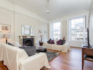 Central Edinburgh 3 Bed Large Apartment