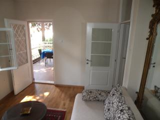 Romantic, elegant 2 bedroom apt, Herceg Novi