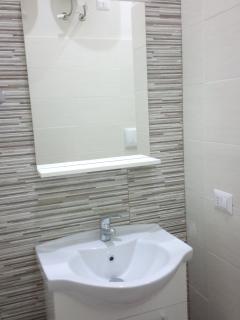 uno dei 4 bagni dei rispettivi 4 appartamenti