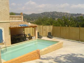 Rez de chaussée de villa + piscine pour locataires, Fayence