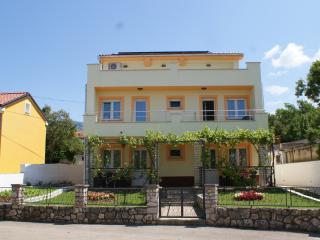 Apartments Rudy (2+2)  app2, Jadranovo