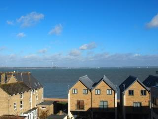 Superb sea views next to beach, Cowes