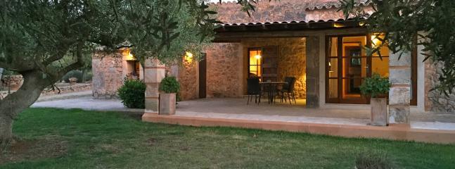 Acogedora casa rural con encanto de estilo mallorquín y piscina .privada.