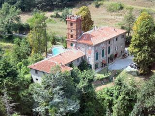 Appartamento ampio in prestigioso casale & piscina, Savona