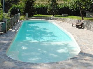 Appartamento ampio in prestigioso casale & piscina