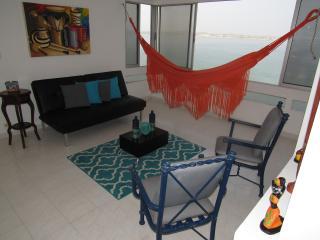 Beachfront Spacious 2BR Apt Beautiful Views, Cartagena