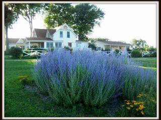 The Garden Cottage at Meadowlark Ridge, Viroqua