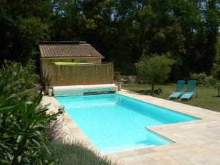 Independent Studio : private terrace, pool, horses in heaven of peace and quiet