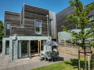 No 3 The Bay, Contempory holiday home , On site pool gym & sauna, free wifi