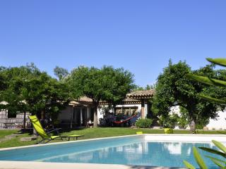 Family villa with pool and a natural setting