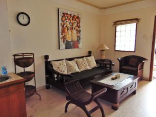 Cozy Bali Apartment ( Java Room ) WALK TO BEACH, Legian