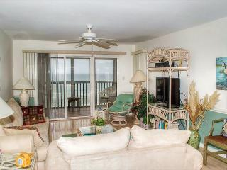 2BR Oceanfront Condo with King Bed, Elevator and WiFi!, Pine Knoll Shores