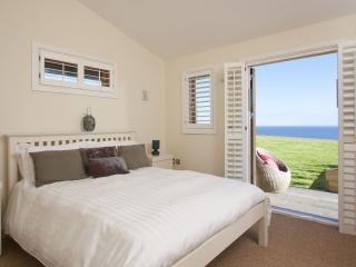 No 37 The Bay, Amazing Sea views, On site swimming pool, gym & sauna, Free Wifi