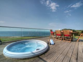 House 38 - The sunken hot tub overlooking Talland Bay is the ideal spot to relax
