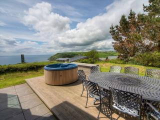 House 42 - The hot tub overlooking Talland Bay is the ideal spot to relax and un