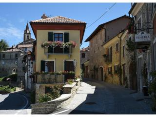 "Charming house in the Langhe ""Maison Demetrio"", Bossolasco"