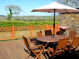 Converted barn in beautiful countryside near Truro, 20 minutes from both coasts