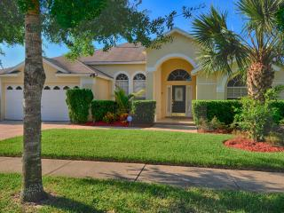Signature Villa, Luxurious 5 Bed 4 Bath pool home only minutes from Disney
