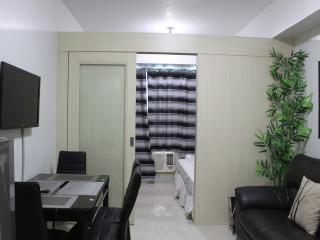 Sea Residences - 1 BR Deluxe room free wifi- Mall of Asia