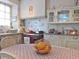 4 bedroom townhouse in beautiful avenue, sleeps 8, Saint-Cyprien