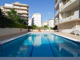 RIBES, centre Sitges, with pool and large terrace.