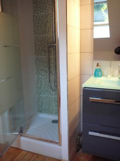 Second bathroom (shower)