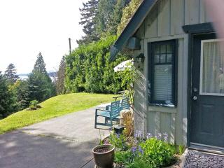 Salt Air Cottage, Davis Bay (Sechelt), BC