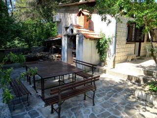One Bedroom Ap & BBQ Garden !, Stari Grad