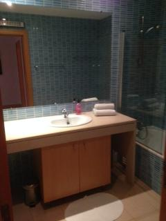 Main Bathroom with Shower over bath