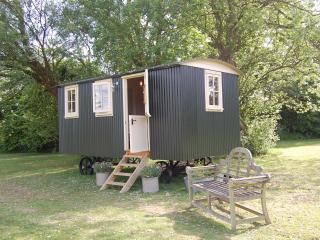 Huntingfield Shepherds Hut, Eastling