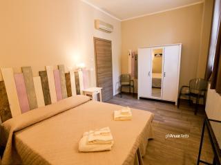Camera doppia con bagno privato a Bologna, Bolonia