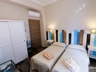 Camera doppia con bagno privato a Bologna