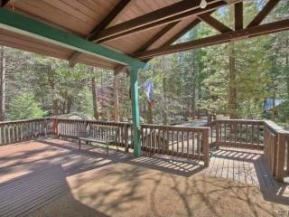 Large front porch, perfect for your morning coffee or tea enjoying the morning forest air