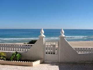 BEACHFRONT BUNGALOW WITH SPECTACULAR SEA VIEWS, Pilar de la Horadada