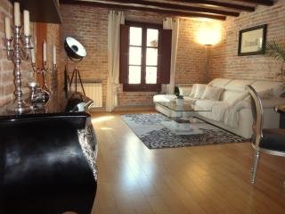 SUNNY • 2 Bedrooms • Luxury • Heart • Gotico • Level 5★, Barcelona