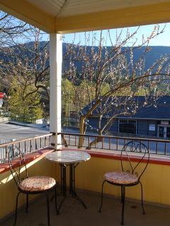 Verandah Suite: table for 2 on the verandah