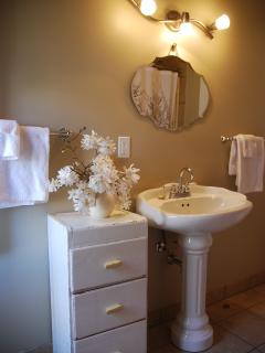 Falls Suite:  Bathroom with shower/tub