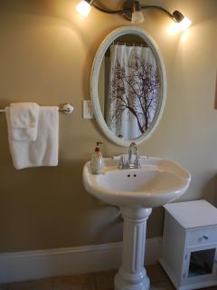 Victoria Suite:  Bathroom with tub/shower