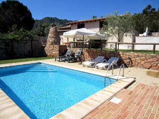 Villa con piscina, Cardedu