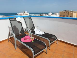 Marae, modern duplex with solarium and sea views, El Cotillo