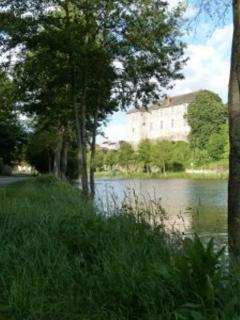 Château de Maupassant et étang du Lys à Vihiers, 5 minutes...