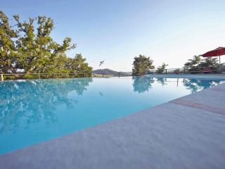 Medieval Stone Villa: view, pool, bbq, wifi, ensuite bedrooms with a/c.