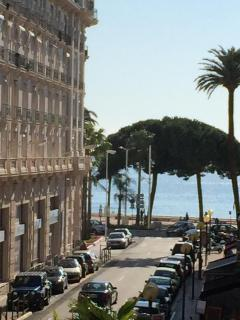Croisette and Bay of Cannes at your doorstep