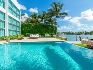 VILLA DINAMA, Miami Beach