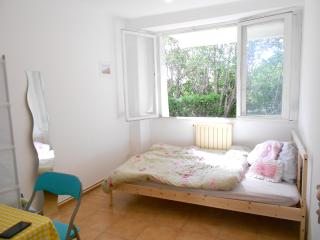 Southern Escape: Center 3 Rm Apt for 12/Free park, Montpellier